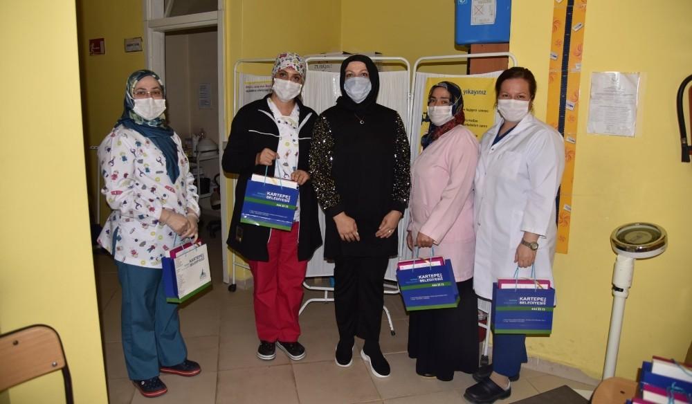 Kartepe'de sağlık çalışanlarına bayram hediyesi