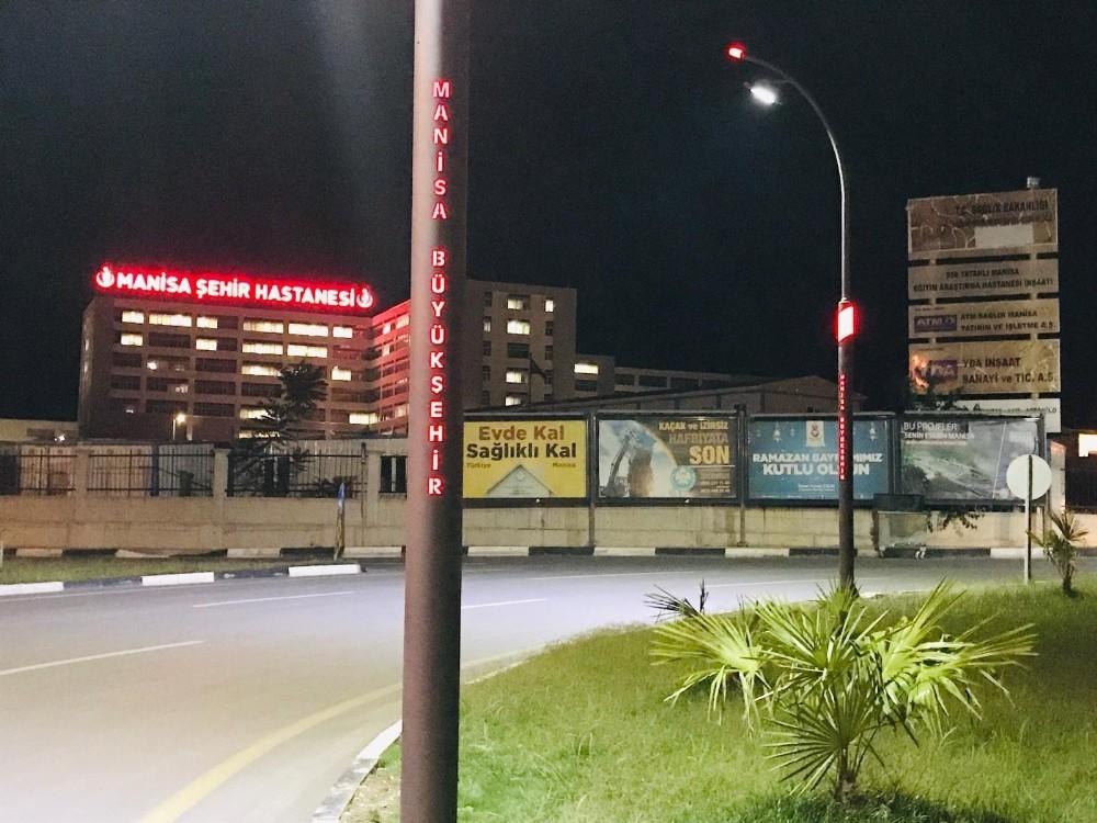 Manisa Şehir Hastanesi kavşağında aydınlatma çalışması