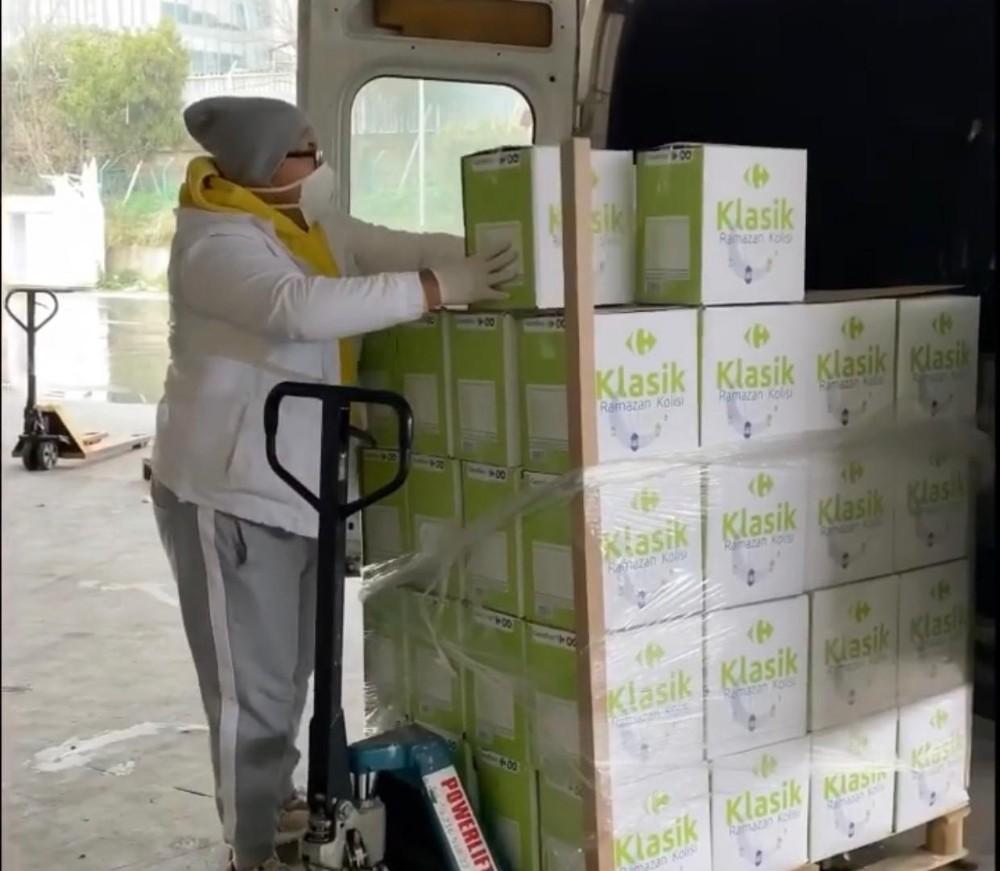 """Sosyal medya fenomeni Aytuğ Ergen, """"1 kilo toz şeker"""" dağıtacağını söyleyerek gerçek ihtiyaç sahiplerine ulaştı"""