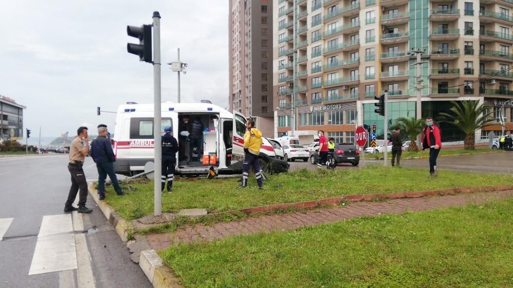 Ambulansla otomobil çarpıştı: 1 ölü, 1 yaralı - Zonguldak Haberleri
