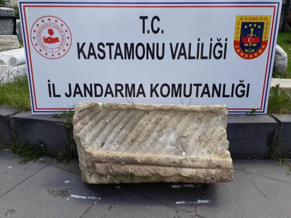 Jandarma ekipleri, tarihi eser özelliği taşıyan taş blok ele geçirildi