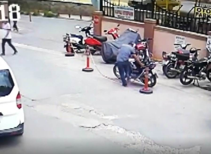 Kapkaç ve motosiklet hırsızlığı güvenlik kamerasında