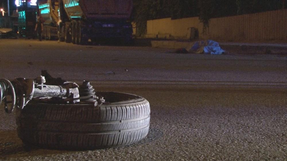 Refüje çarparak takla atan otomobilden yola savrulan genç öldü
