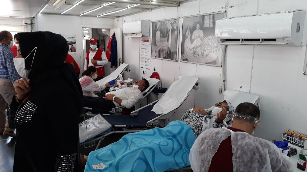 Kulplu vatandaşlardan kan bağışı kampanyasına yoğun destek
