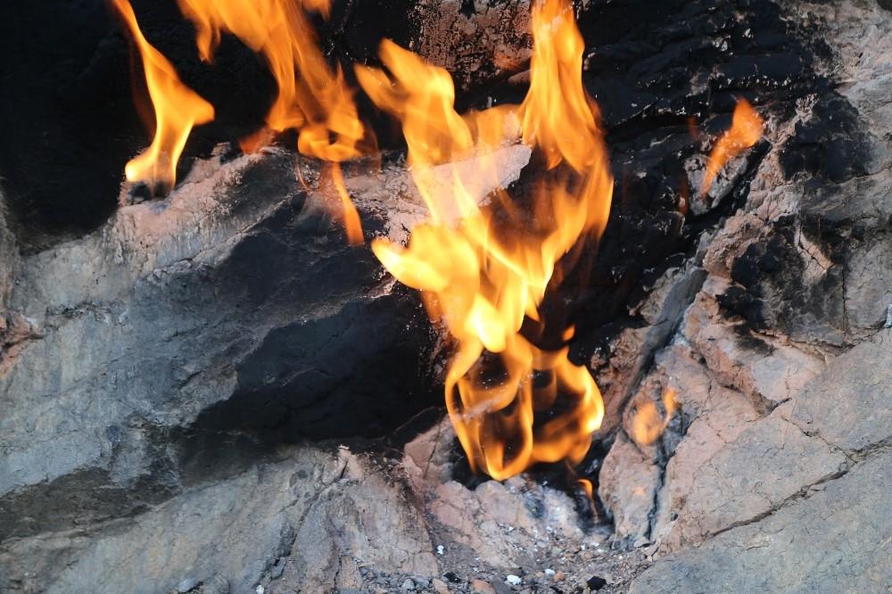 Yüzyıllardır yanan taşlar, turizme kazandırılacak