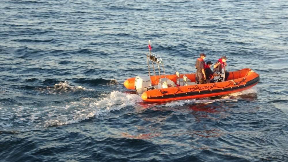 Özel Denizin ortasında yaşlı çifti kurtarma operasyonu