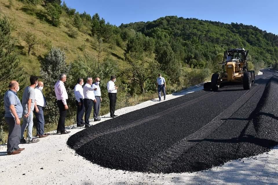 AK Partili vekiller asfalt çalışmalarını inceledi
