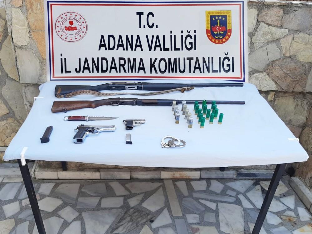 Eşinin şikayet ettiği adamın evinde çok sayıda silah bulundu