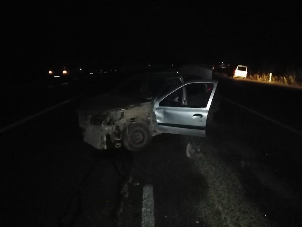 İki otomobilin çarpıştı: 3 kişi yaralandı