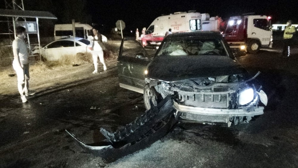 Diyarbakır'da iki otomobil kafa kafaya çarpıştı: 5 yaralı