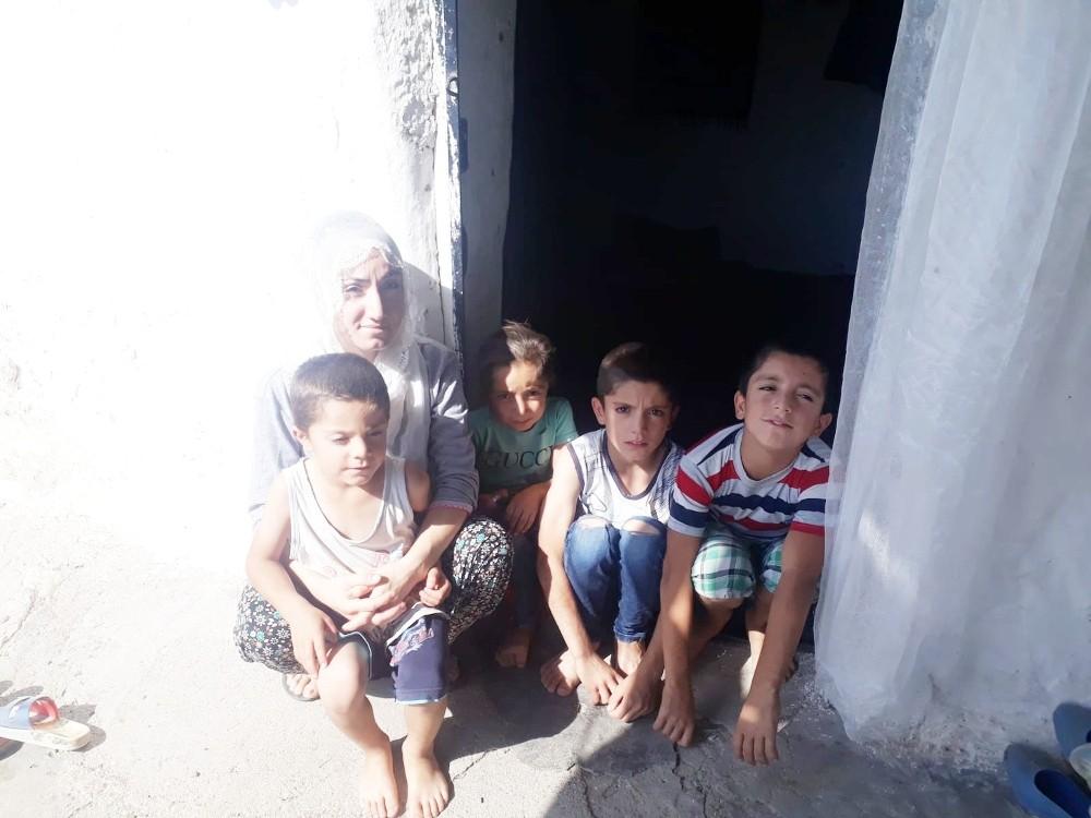 Penceresi ve kapısı kırık evde yaşam mücadelesi veriyorlar