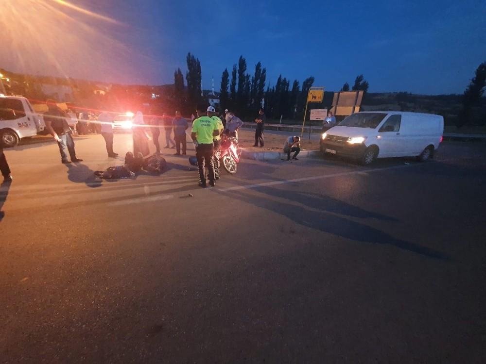 Gediz'de trafik kazası: 1 ölü, 1 yaralı