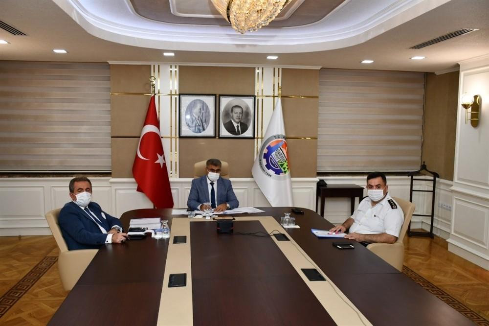 Vali Gürel Bakan Soylu başkanlığındaki toplantıya katıldı