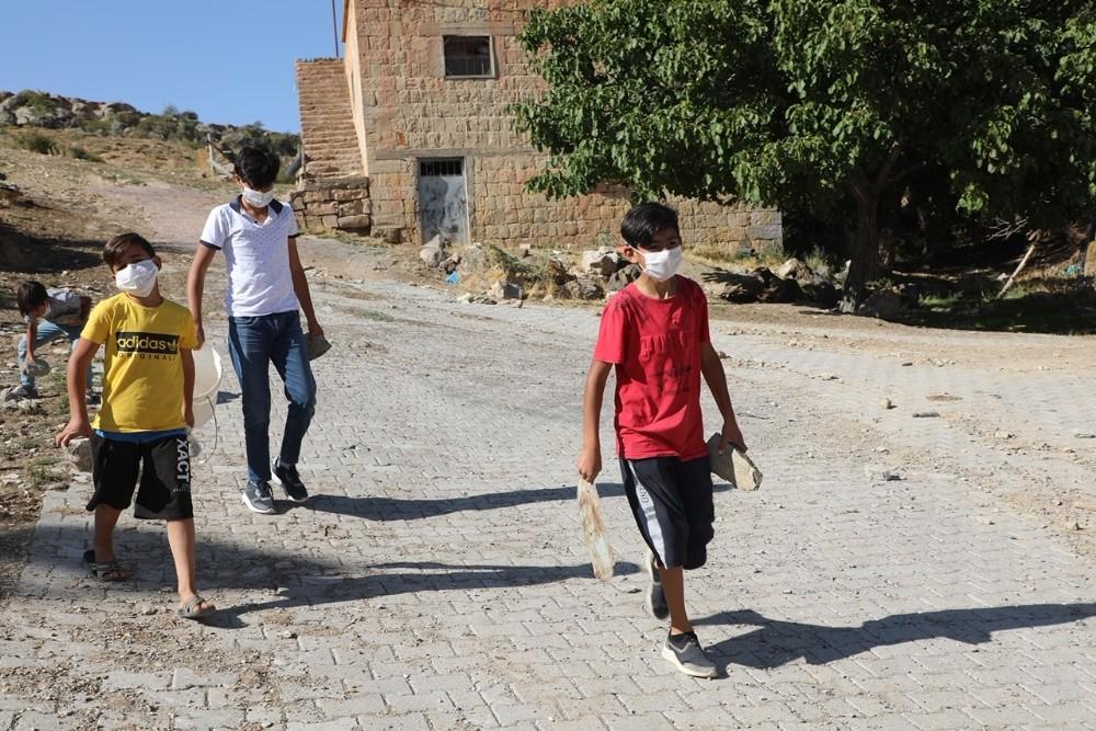 Koçcağızlı çocuklardan 'Ayağınıza taş değmesin' kampanyası