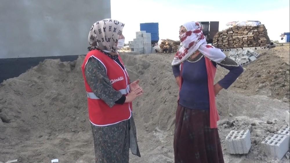 Kızılay'dan çadırda barınan engelli aileye yardım eli