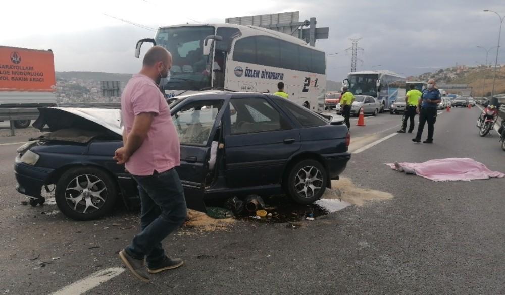 TEM'de otomobil kamyona çarptı: 1 ölü, 5 yaralı