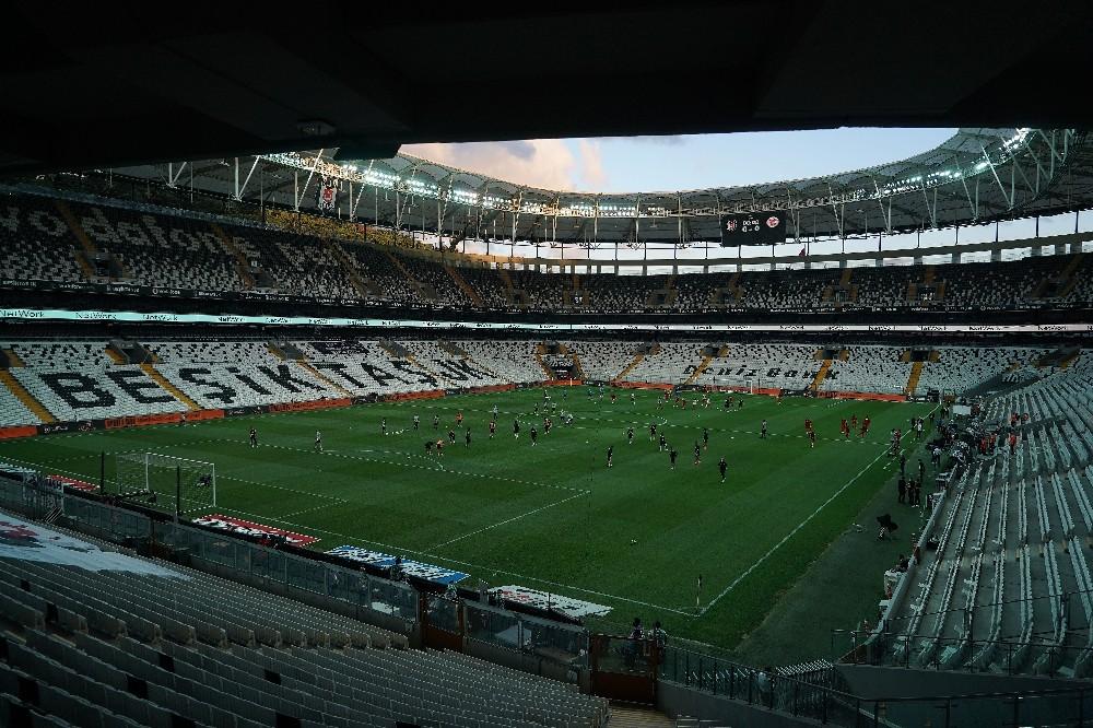 Süper Lig: Beşiktaş: 0 - Antalyaspor: 0 Maç devam ediyor