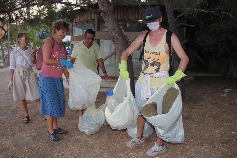 Özel Avustralya'daki hayatını bırakan dilbilimci Svetlana, Kemer'de köşe bucak temizlik yapıyor