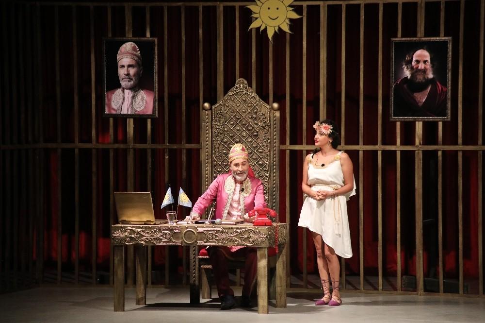 Mezitli'de 'La Barba' adlı tiyatro oyunu sahnelendi