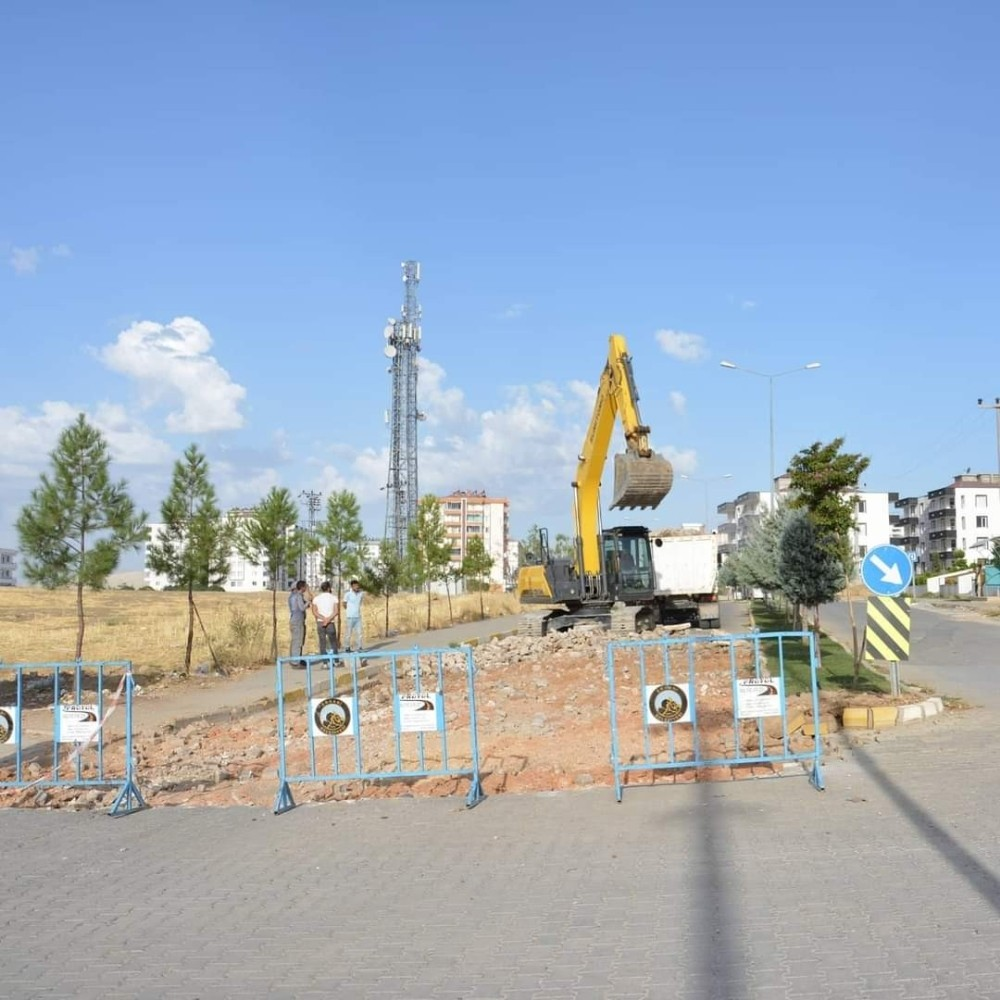 Ergani'de yol yapım çalışmaları devam ediyor