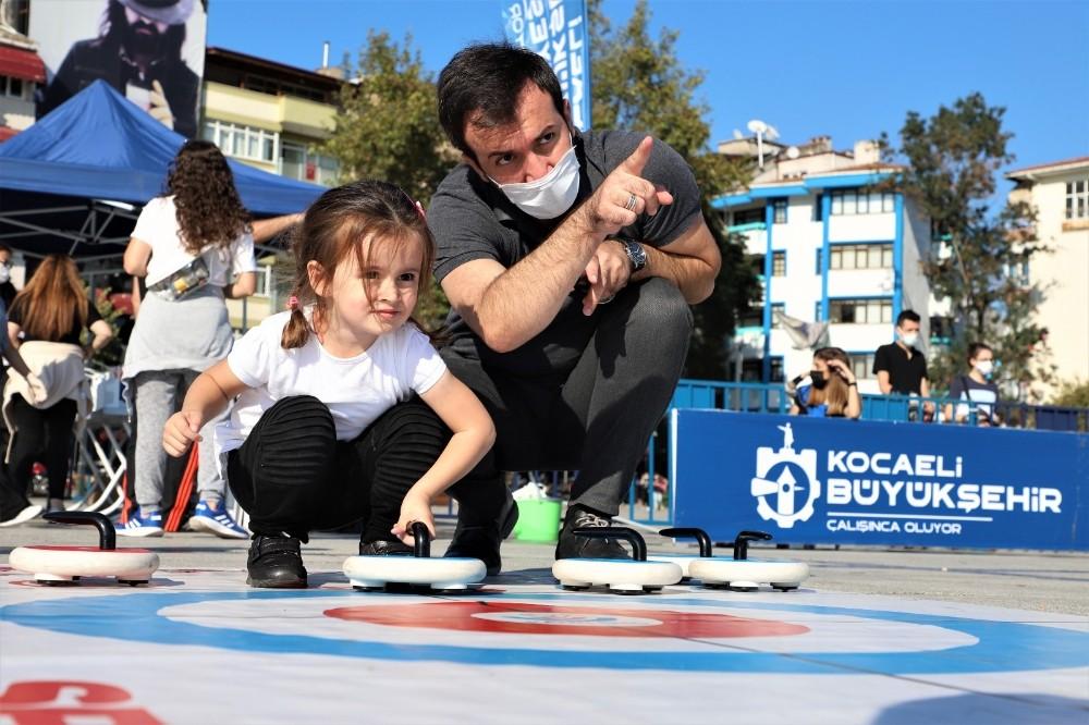 Büyükşehir vatandaşları Floor Curling ile tanıştırdı