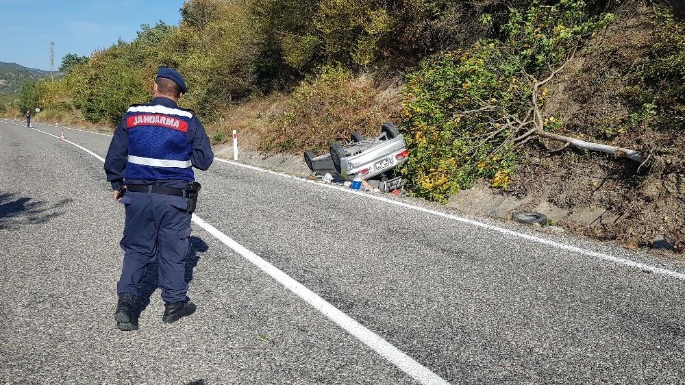 Kontrolden çıkan otomobil ağaca çarpıp ters döndü: 1 yaralı