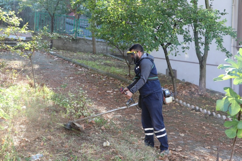 İzmit Belediyesinden Şirintepe'de yoğun temizlik mesaisi