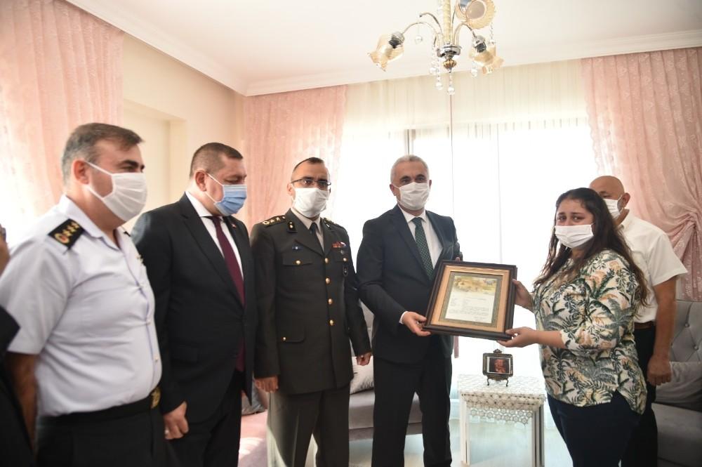 Şehit Furkan Erbil'in ailesine şehadet belgesi verildi