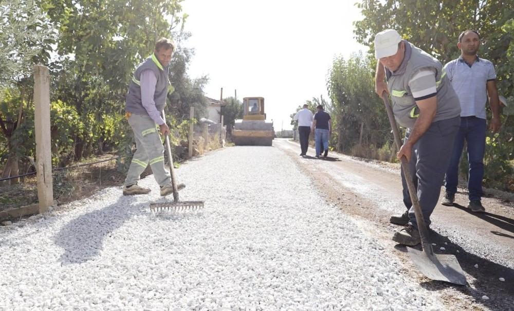 Alaşehir'de binlerce dekar üzüm bağını tozdan kurtaran çalışma