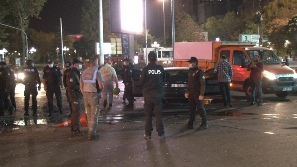 Ankara'da kadın sürücü ortalığı birbirine kattı: 3 yaralı