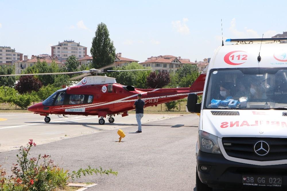 Trafik kazasında yaralanan sürücü hava ambulansı ile hastaneye kaldırıldı