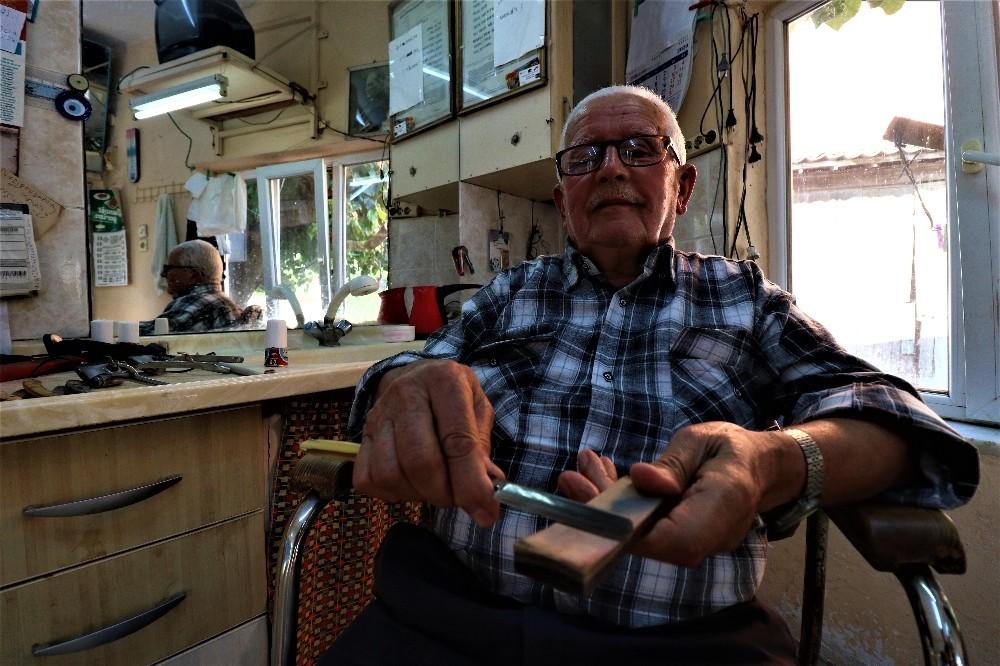 Özel 66 yıldır ekmeğini makas ve usturadan çıkarıyor