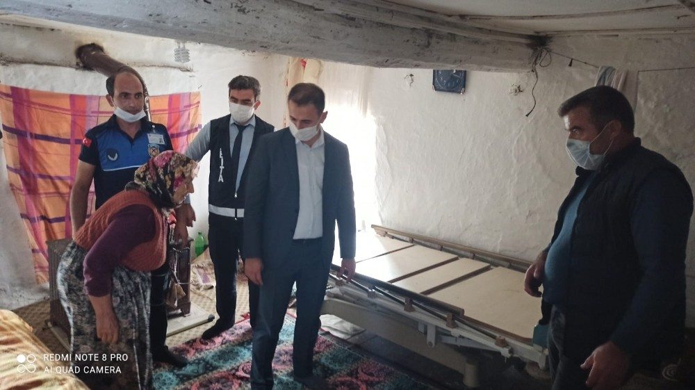 Gördes'te ihtiyaç sahiplerine hasta yatakları teslim edildi