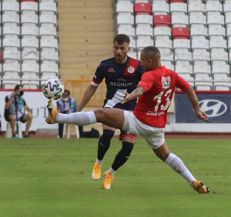 Süper Lig: FT Antalyaspor: 1 - Gaziantep FK: 0 İlk yarı