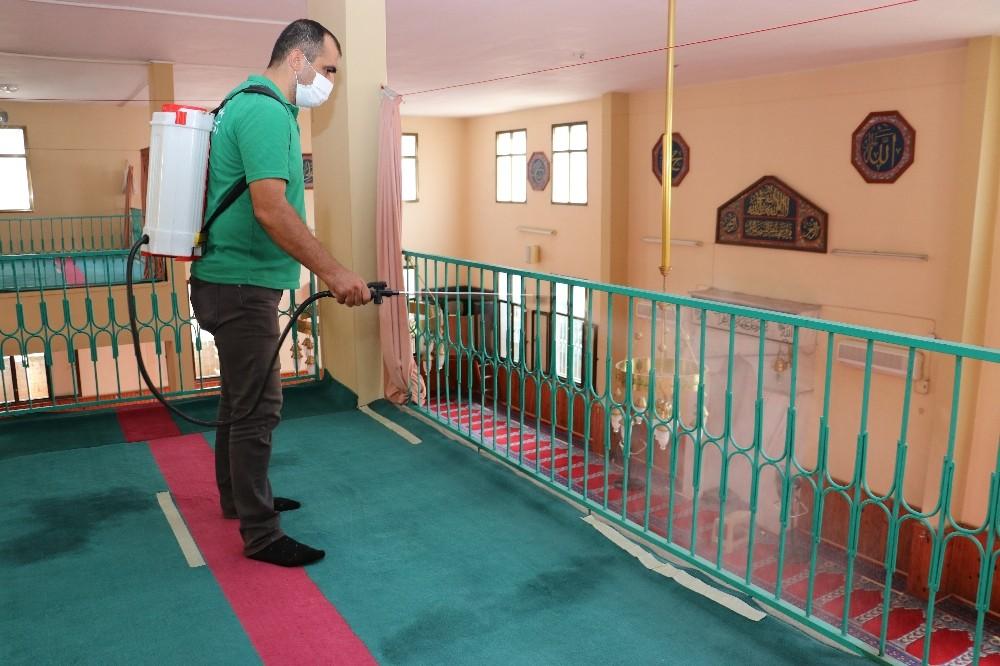 Toroslar'da ibadethaneler dezenfekte ediliyor