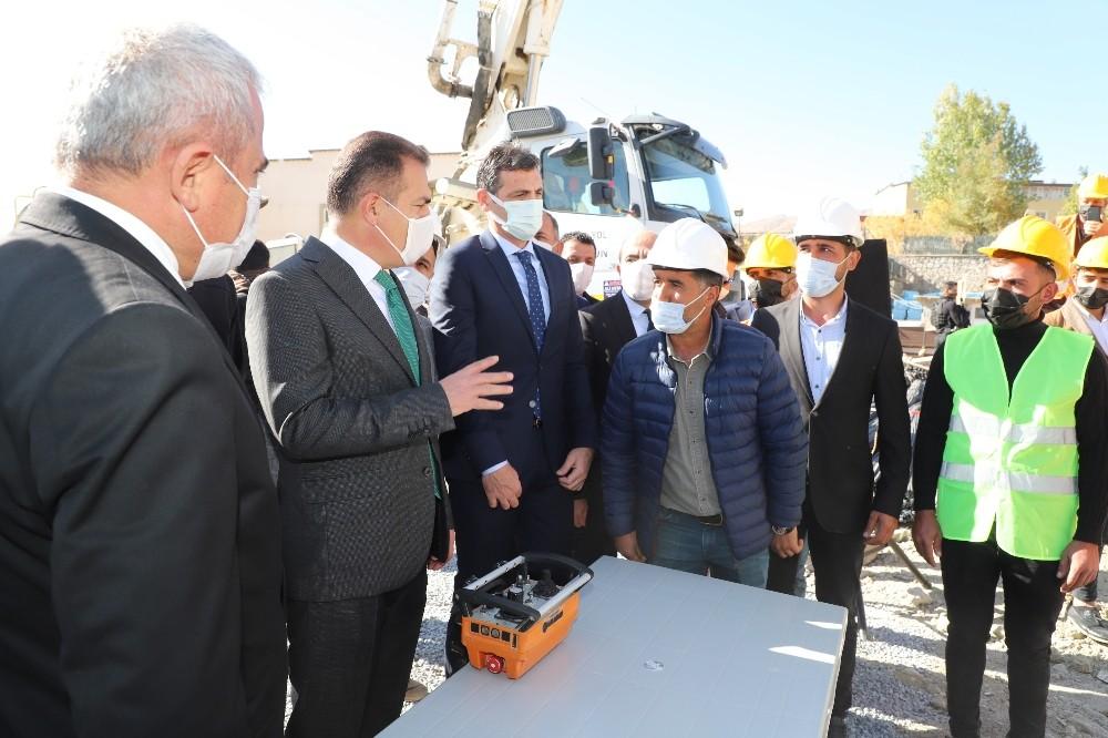 """Vali Akbıyık: """"Hakkari tarihin en yüksek yatırımlarını alıyor"""""""