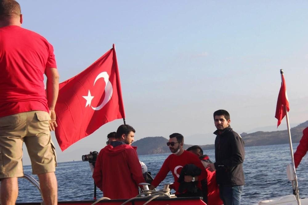 Yunan adalarına karşı dev Türk bayrağı astılar
