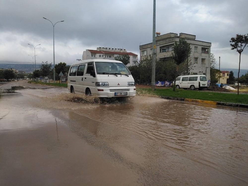 Yavuzeli'nde sağanak yağmur etkili oldu