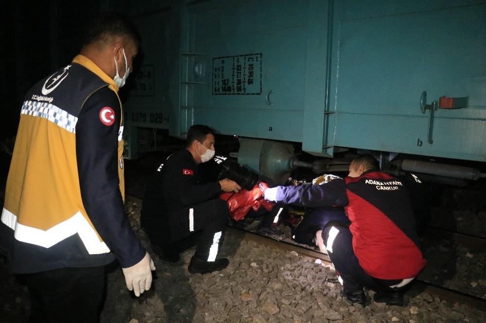 Adana'da yük treninin çarpmasıyla kolu kopan kişi ağır yaralandı