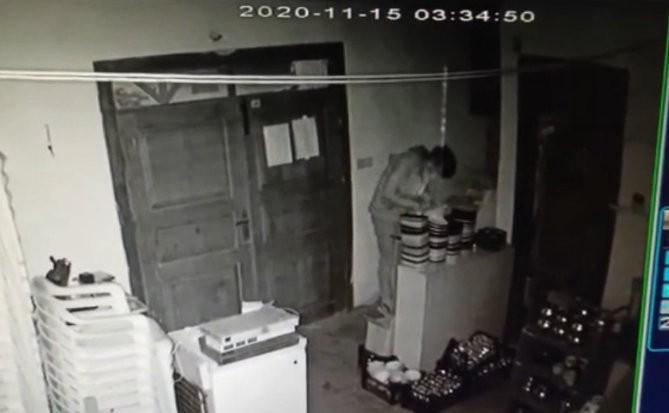 Aynı işyerine ikinci kez giren hırsızlar kameralara yakalandı
