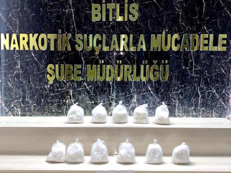 Bitlis'te 5 kilo 600 gram metanfetamin ele geçirildi