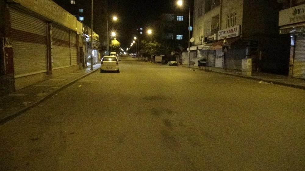 Kısıtlamanın ikinci gününde Diyarbakır'da sokaklar boş kaldı