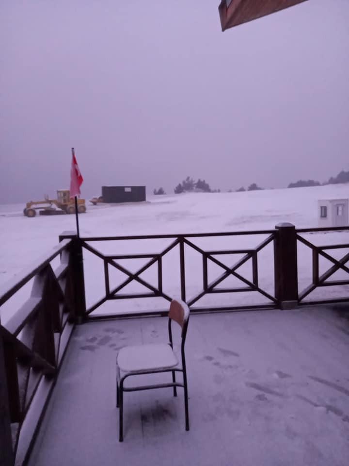 Türkiye'nin 53. kayak merkezi beyaza büründü