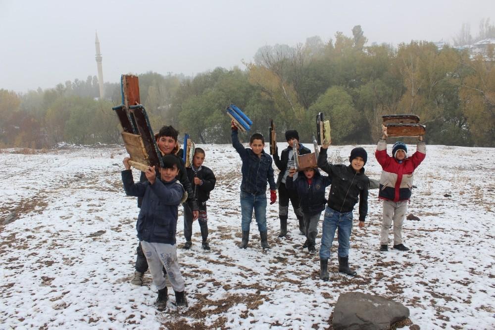 Mevsimin ilk karı çocukların neşe kaynağı oldu