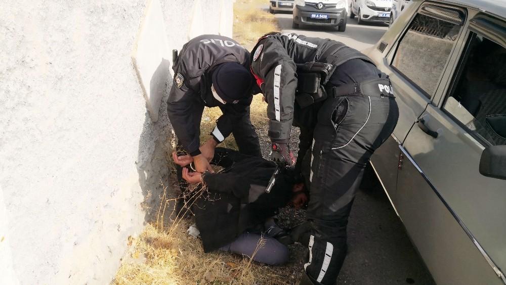 Polisten kaçan sürücü yakalanınca: Onlar bizim büyüğümüz, atamız