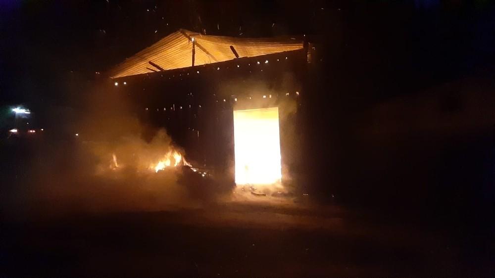 Kastamonu'da çıkan yangın samanlığı küle döndürdü