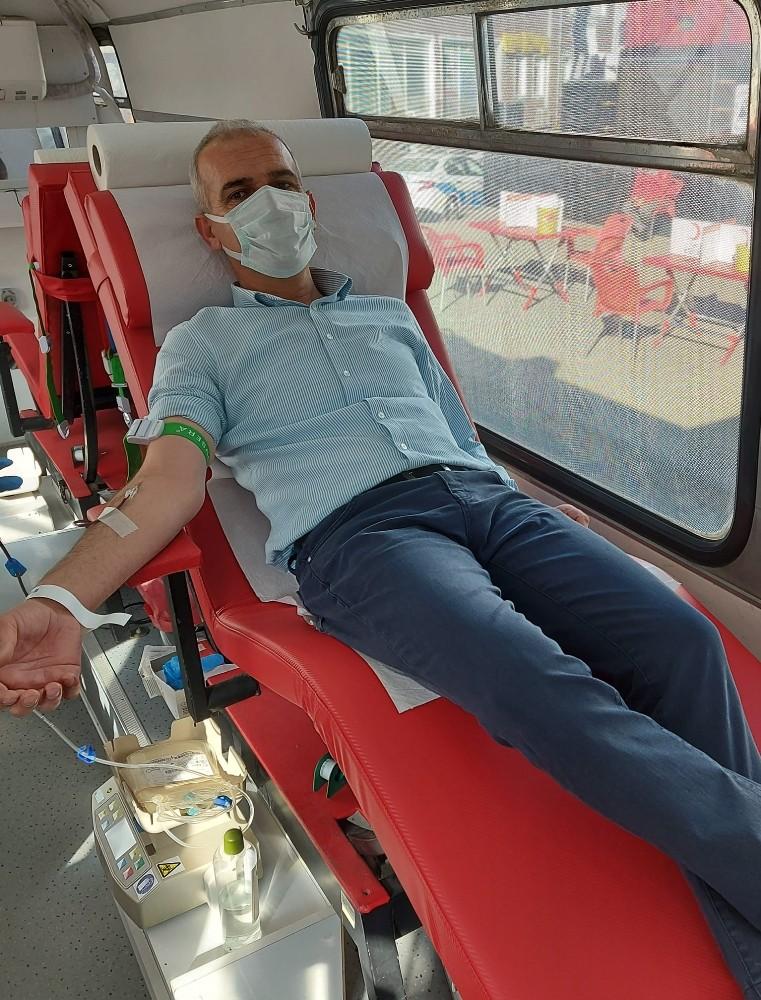 Başkan Altıkulaç, kan bağışında bulundu