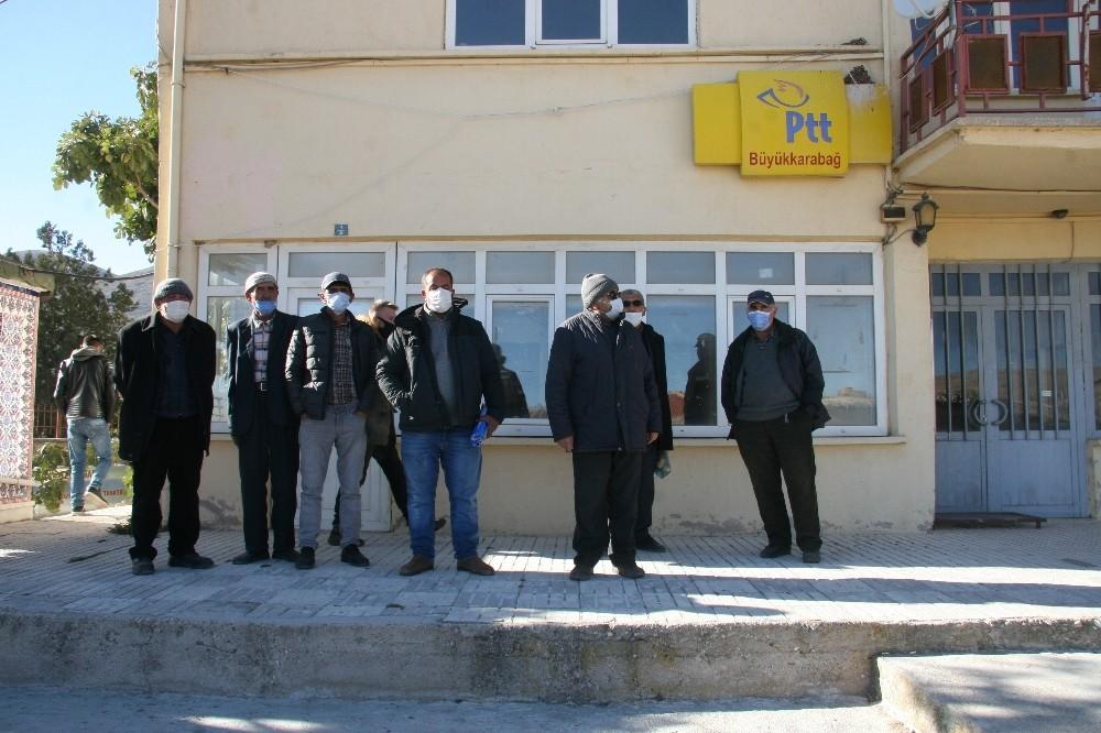Özel Azeri Türkleri işgalden kurtarılan ana yurtlarına gidip atalarını yad etmek istiyor