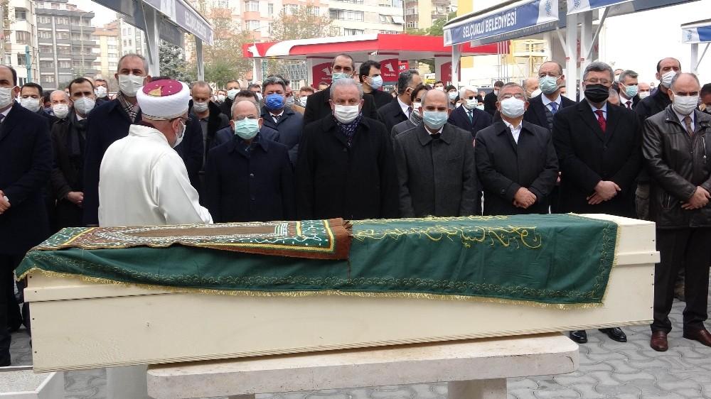 TBMM Başkanı Şentop ve Bakan Gül Konya'da cenazeye katıldı