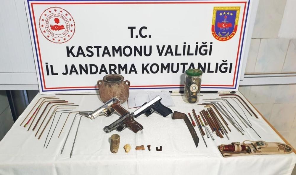 Kastamonu'da kaçak kazı yapan 3 kişi jandarmaya yakalandı